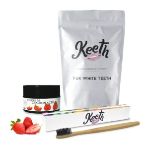 Kit : toothbrush and strawberry-flavoured activated charcoal powder