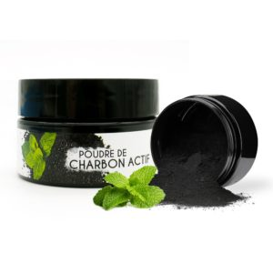 Mint-flavoured activated charcoal bleaching powder